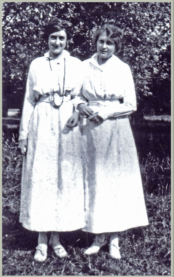 Vera Deakin and her Red Cross colleague Lilian Whybrow, London 1918. Courtesy White family collection.