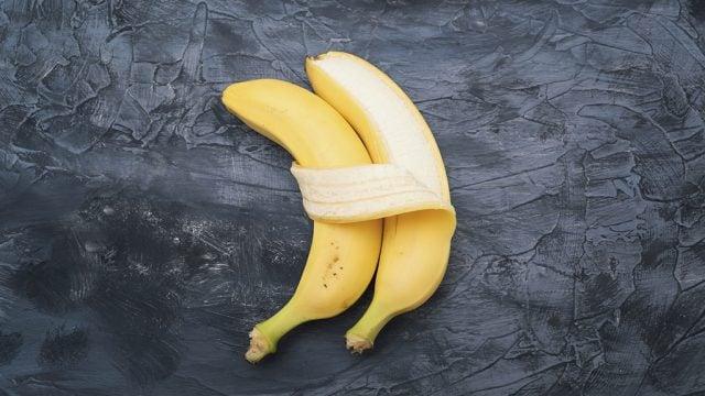 Two bananas cuddling