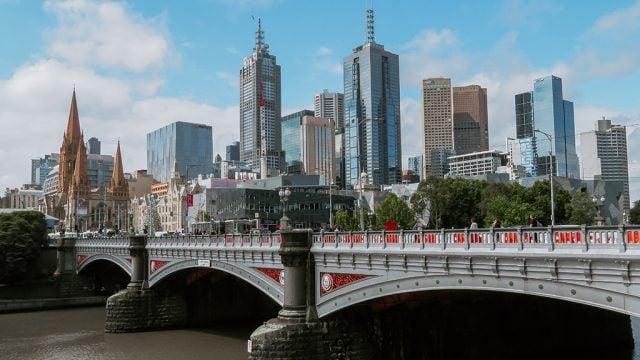 Princes Bridge and Melbourne skyline